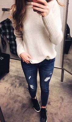 women's beige sweater, distressed jeans and pair of black shoes outfit Jean Outfits, Casual Outfits, Cute Outfits, Fashion Outfits, Fall Winter Outfits, Autumn Winter Fashion, Casual Winter, Winter Wear, Estilo Jeans