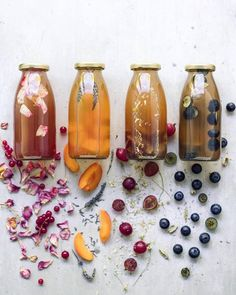 It's a kinda party! which one would you pick? These stunning creations are BY the crazy talented Don't they look incredible! FROM LEFT TO RIGHT red currants x rose apricot x lavender gooseberries x camomille blueberries x cardamom. Green Tea Detox, Detox Tea, Summer Drinks, Fun Drinks, Kombucha Beneficios, Kombucha Brands, Water For Health, Kombucha Tea, Eat The Rainbow