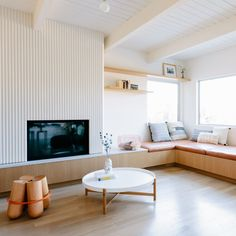 """Architects Annie Ritz and Daniel Rabin have altered the layout of a """"cramped"""" home in Los Angeles to maximise space and natural light inside. Living Room White, Small Living Rooms, Home Living Room, Living Room Designs, Interior Decorating Styles, Home Interior Design, Little Big House, Sofa, Decoration"""
