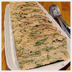 Cette terrine est vraiment délicieuse! fraiche, relevée et très bon marché. et en plus super facile!!!! INGREDIENTS: - 5 Oeufs - 150g de pousses d'épinard - 600g de saumon (ou tout autre...