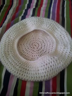 Little Red Fox: Slouchy Beret Hat – FREE PATTERN! The Effective Pictures We Offer You About Crochet handbags A quality picture can tell you many. Crochet Beret Pattern, Bonnet Crochet, Crochet Diy, Crochet Beanie Hat, Knitted Hats, Crochet Patterns, Crochet Hats, Slouchy Hat, Sombrero A Crochet