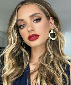Inspiration Make-up Look natürliches Make-up roten Lippenstift First things first – get your stuff t Red Lips Makeup Look, Glam Makeup, Makeup Tips, Hair Makeup, Makeup Ideas, Makeup For Red Lipstick, Red Lipstick Looks, Best Red Lipstick, Eyeliner Makeup