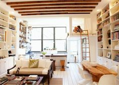 amenager studio sol en planchers blancs, fenetre grande sol en planchers blancs