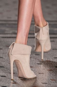Julien Macdonald Fall 2014// #shoes #prefall #beautyinthebag