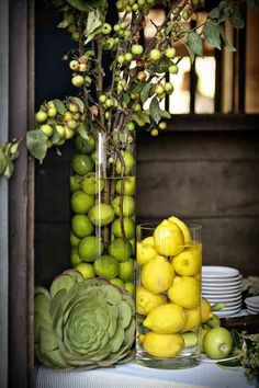 Lemon & Lime centerpieces: using fruits instead of florals Garden Party Decorations, Decoration Table, Italian Decorations, Kitchen Table Decorations, Wedding Decorations, Spring Decorations, Garden Parties, Stage Decorations, Vase With Branches
