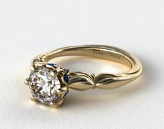 Ohhh it has sapphires in the sides <3 <3 So classy