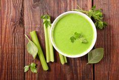 Pokud patříte také mezi milovníky polévek na všechny způsoby stejně jako my, určitě byste měli vyzkoušet následující recept na krémovou bramborovo-celerovou polévku, která je jednoduchá, rychlá a především zdravá!