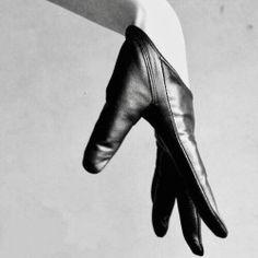 Genuine Lambskin Leather Fashion Runway Model Cut Away Punk Rocker Biker Glove top quality genuine sheepskin leather biker gloves for male and female. thin, durable, and shape-conforming. Runway Fashion, Fashion Models, Fashion Outfits, Fashion Fashion, Trendy Fashion, Biker Fashion, Fashion Editorials, Fitness Fashion, High Fashion