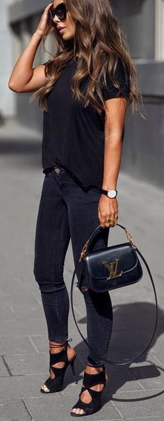 Casual black outfit - love those heels!