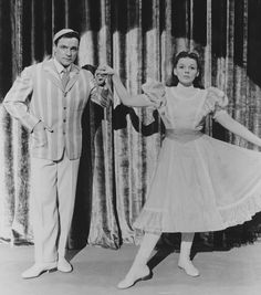 .235 Judy Garland and Gene Kelly in Summer Stock directed by Charles Walters, 1950-.jpg (imagem JPEG, 1412 × 1600 pixels)