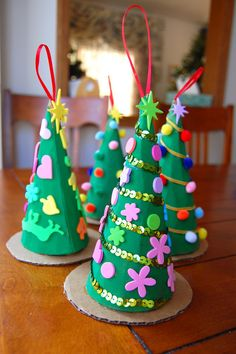 The girls made these little Christmas Tree gift boxes for Emily's teachers this week. They were similar to the advent Christmas trees bu. Potted Christmas Trees, Christmas Tree With Gifts, Christmas Crafts For Kids, Simple Christmas, Kids Christmas, Holiday Crafts, Christmas Decorations, Christmas Ornaments, White Christmas