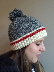 Keep Me Warm hat pattern by Anne GagnonThis is a classic tuque with the wool sock design worked into it. The look is very popular and adults, teens as well as children love it. Loom Knitting, Knitting Stitches, Knitting Socks, Knitting Patterns Free, Free Knitting, Crochet Patterns, Free Pattern, Knitting Scarves, Hat Patterns