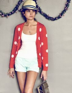Love this. Red sweater. Polka Dots. Garland. Love. #holiday #style #savannah #blog #sweater #hat #model #fashion