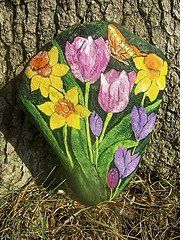 Spring Flowers...love! Painted Pavers, Painted Rocks Craft, Hand Painted Rocks, Painted Stones, Stone Painting, Rock Painting, Painting Canvas, Rock Flowers, Spring Flowers
