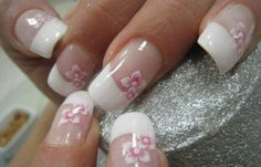 Diseños de uñas con rosas flores, diseno de unas con rosas blancas rojas.   #uñasdemoda #nailsCLUB #uñasdemoda