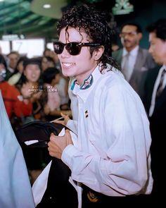 Michael Jackson 1988, King Of Music, Ferrat, Elizabeth Taylor, My Idol, Black Men, Singer, Actors, Mj Bad