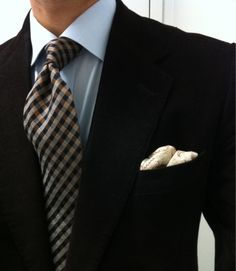 Top pocket and tie