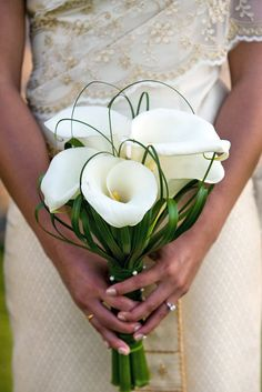 24 Wedding Bouquet Ideas & Inspiration (Peonies, Dahlias, Lilies) Wedding bouquet is an important part of the bridal look. Looking for wedding bouquet ideas? Check the post for bridal bouquet photos! Lily Bouquet Wedding, Calla Lily Bouquet, White Wedding Bouquets, Bride Bouquets, Floral Wedding, Purple Bouquets, Flower Bouquets, Purple Wedding, Calla Lily Wedding Flowers