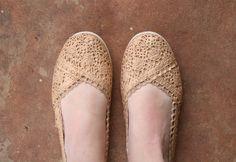 Glitzy Gold Crochet Flats Tutorial - Dream a Little Bigger Gold Shoes, New Shoes, Lace Shoes, Celebrity Shoes, Celebrity Style, Minion Shoes, Steampunk Shoes, Shoe Makeover, Crochet Flats