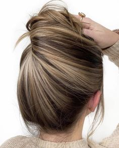 Golden Brown Balayage - 20 Best Golden Brown Hair Ideas to Choose From - The Trending Hairstyle Brown Hair With Blonde Highlights, Hair Color Highlights, Ombre Hair Color, Hair Color Balayage, Brown Hair Colors, Blonde Balayage, Best Hair Color, Winter Hair Colors, Winter Blonde Hair