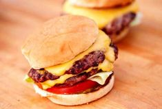 Try the best burger recipes! 35 of the best juicy burger recipes that you will love. Find the best grilled burger recipe from beef, poultry and meatless! There is a burger for everyone! Best Juicy Burger Recipe, Great Burger Recipes, Chef Recipes, Fun Recipes, Best Grilled Burgers, Grilled Burger Recipes, Burger Dogs, Good Burger, Delicious Desserts