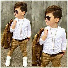 Look lindo, bebê estiloso, mercedes, blaser branco, criança, gravata, estilo, ofg white. Genial. Glamour. Topete no cabelo.