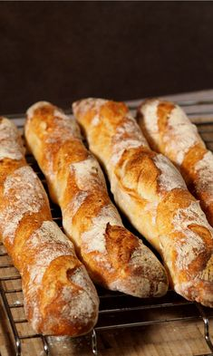 Kalte Führung - 52 Stunden Baguette selber backen - Brot - Kalte Führung – 52 Stunden Baguette selber backen The cold guide is a great way to bake fantastic baguettes yourself – all you need is space in the fridge and a little patience. White Pizza Recipes, Pastry Recipes, Bread Recipes, Paleo Bread, Bread Baking, French Desserts, French Recipes, Gluten Free Pizza, French Pastries