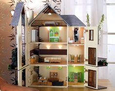 Dollhouses: Miniature Furniture