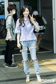 SNSD TaeYeon goes to Taiwan for her 'PERSONA' concert ~ Wonderful Generation ~ All About SNSD, Wonder Girls, and f(x) Snsd Airport Fashion, Snsd Fashion, Fashion Outfits, Evolution T Shirt, Incheon, Airport Style, Girls Generation, Taiwan, Cool Girl