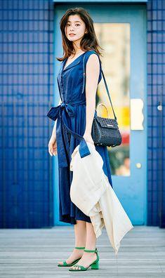 High Fashion Photography, Glamour Photography, Lifestyle Photography, Editorial Photography, Fashion Poses, Fashion Editorials, Female Poses, Japanese Beauty, Editorial Fashion