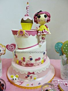 Lalaloopsy cake:CRUMBS SUGAR COOKIES