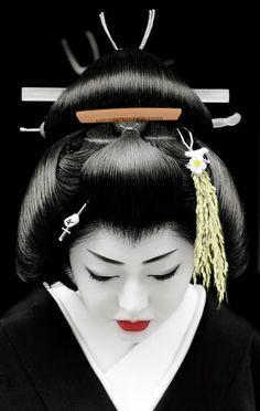 GEISHA BY ARTIST UNKNOW. The simple elegance is beautiful and  mesmerizing!! #japanese #art www.richard-neuman-artist.com