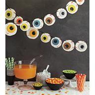 Set a spooky scene with this eyeball garland from #marthastewartcrafts
