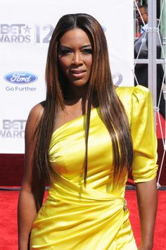 Kenya Moore. How she win Miss. America oops I meant Miss USA.