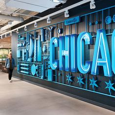 LinkedIn's newly expanded Chicago office doubled the floor space in their West Loop home — and presented opportunities to activate the LinkedIn. Signage Design, Branding Design, Office Branding, Identity Branding, Corporate Design, Banner Design, Visual Identity, Environmental Graphic Design, Environmental Graphics