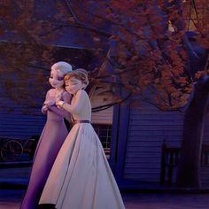 Frozen Disney Anna, Frozen Elsa And Anna, Old Disney Movies, Frozen Film, Frozen Wallpaper, Frozen Pictures, Frozen Sisters, Disney Princess Pictures, Disney Aesthetic