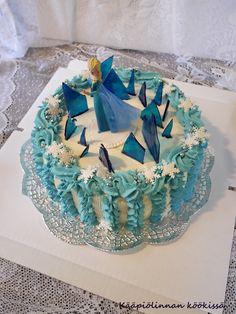 Kääpiölinnan köökissä: Frozen-kakku mansikka-suklaatäytteellä