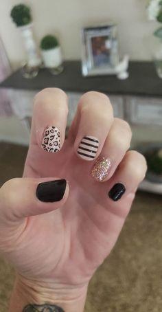 Nail Polish Trends, Nail Polish Colors, Light Nail Polish, Manhattan, Pink Nails, Gel Nails, Acrylic Nails, Cute Nails, Pretty Nails