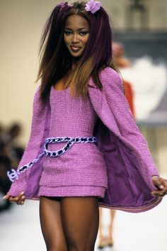 Chanel Spring 1994 Ready-to-Wear Fashion Show - Naomi Campbell (Marilyn) Fashion 90s, Fashion Week Paris, Fashion History, Runway Fashion, High Fashion, Fashion Show, Vintage Fashion, Fashion Outfits, Fashion Design