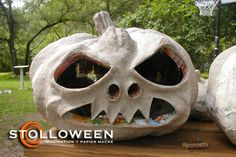 Make your own paper mache pumpkins and #Halloween decorations
