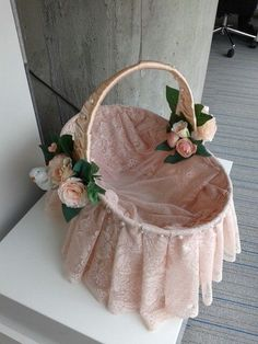 Wedding Gift Baskets, Wedding Gift Wrapping, Wedding Favor Boxes, Baptism Party Decorations, Valentines Day Baskets, Basket Crafts, Candy Bouquet, Flower Girl Basket, Basket Decoration