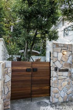 CALIFORNIA HOUSE #7 | カリフォルニア工務店 Exterior Design, Interior And Exterior, Style At Home, Dream House Interior, Exterior Remodel, House Entrance, California Homes, Architecture Details, Future House