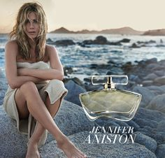 """Jennifer Aniston debut fragrance """"My debut fragrance is a clean, feminine perfume, It reminds me of the way you smell when you just arrive at the beach: fresh, with a touch of sunblock and sand"""" Estilo Jennifer Aniston, Jennifer Aniston Feet, Jennifer Aniston Pictures, Jenifer Aniston, Perfume Ad, Best Perfume, Jennifer Aniston Perfume, Single Moms Club, Actresses"""