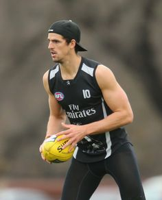 Scott Pendlebury Photos - Scott Pendlebury of the Magpies runs with the ball during a Collingwood Magpies AFL training session at Olympic Park on July 2013 in Melbourne, Australia. Collingwood Football Club, Australian Football League, July 17, Athletic Men, Sports Pictures, Melbourne Australia, Magpie, Handsome Boys, Rugby