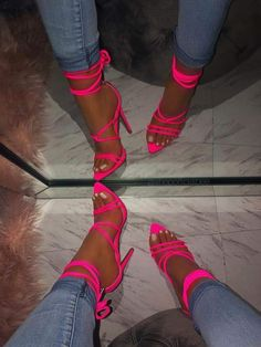 Big pimpin' in that pink neon sandales, are you ladies ready for this summer ? And have at least on neon pair of heels? Dream Shoes, Crazy Shoes, Me Too Shoes, Fashion Heels, Fashion Outfits, Dress Outfits, Mode Adidas, Heeled Boots, Shoe Boots