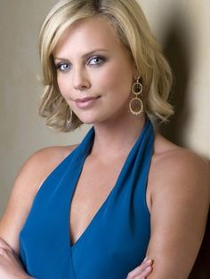 Celebrity Facts About Charlize Theron, Hot Photos and Videos! Charlize Theron, Oval Face Shapes, Oval Faces, Hollywood Celebrities, Hollywood Actresses, Female Celebrities, Beautiful Actresses, Sensual, Portraits