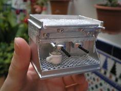 Las casitas de Narán: Calendario de Adviento, día 10. Mini coffee machine - in Spanish.