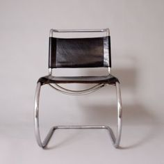 MR10 cantilever chair - Ludwig Mies van der Rohe (1928) - produced by Thonet