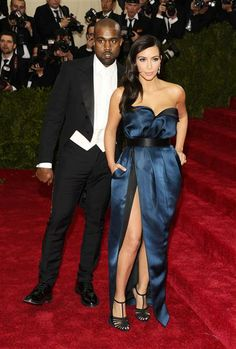 #KanyeWest y #KimKardashian en la gala del Instituto de Vestuario del Museo Metropolitano de Arte. http://on-msn.com/1kGAOqP