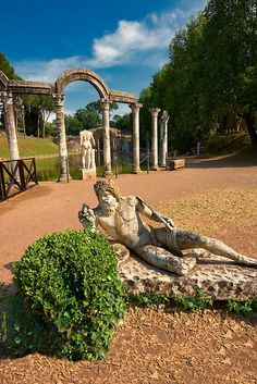Hadrians Villa, UNESCO World Heritage Site, Tivoli, Lazio, Italy - SACI art history field trips includes Hadrian's Villa (Villa Adriana in Italian) is a large Roman archaeological complex at Tivoli, Italy.  http://www.saci-florence.edu/17-category-study-at-saci/90-page-field-trips.php
